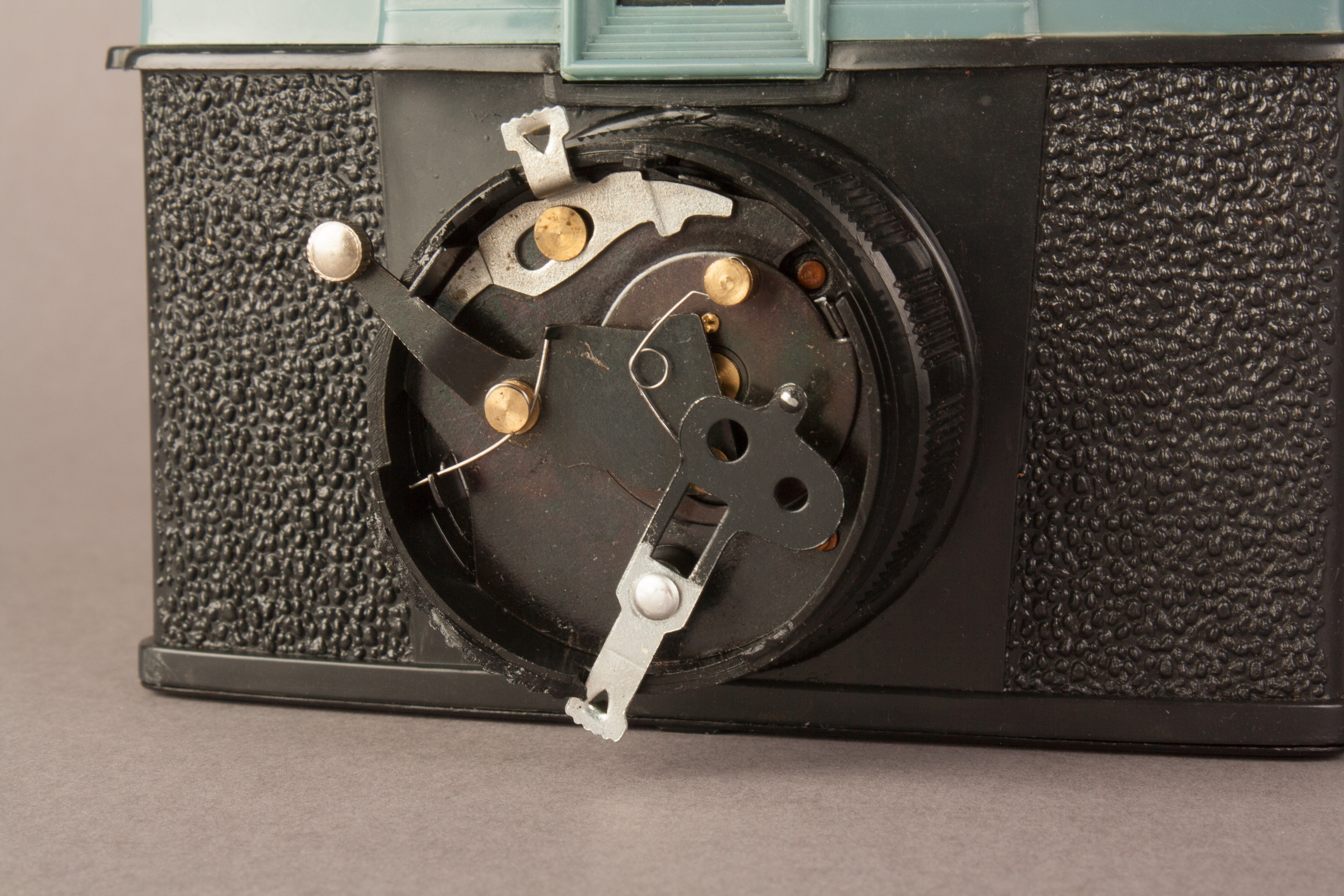A picture showing the Diana F shutter mechanism